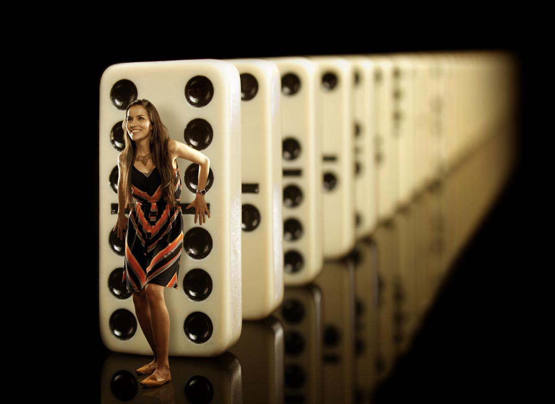 Natalia a punto de iniciar el efecto dominó.