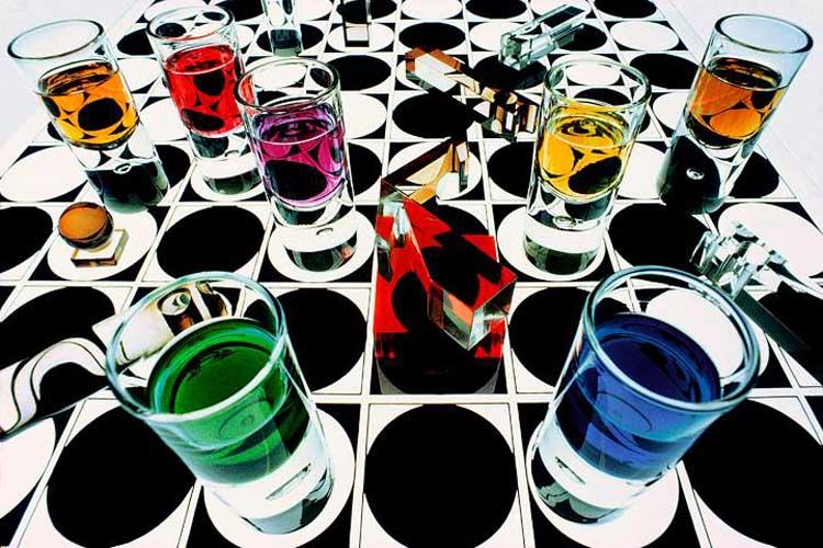 Fotógrafos del color. <!-- wp:paragraph --> <p>Todos hacemos fotografías en color. Salvo los sibaritas que todavía disfrutan de la película de plata, hoy trabajamos con sensores que registran los rojos, verdes y azules con pixels especializados en cada uno de estos tres colores. El ojo humano también tiene en su retina conos destinados al azul, al rojo y al verde. Por eso nuestras imágenes son en color cuando miramos. Pero no todos miramos igual. A lo largo de la historia ha habido autores con una mirada especial hacia el color. Ya sea porque investigaron y hoy su obra queda entra la de los pioneros o bien porque sus imágenes los muestran como privilegiados al captar el color en sus composiciones.</p> <!-- /wp:paragraph -->  <!-- wp:paragraph --> <p>Como ya venimos diciendo, no están todos. Y si tenéis algún autor que merezca estar en esta selección de fotógrafos del color, hacérnoslo saber y será incluido en futuras actualizaciones de la página