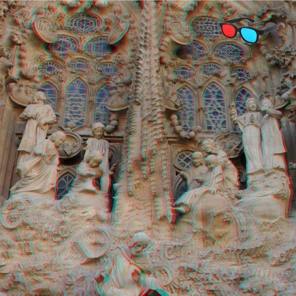 Fotolibro de anaglifos 3D de la Sagrada Familia.