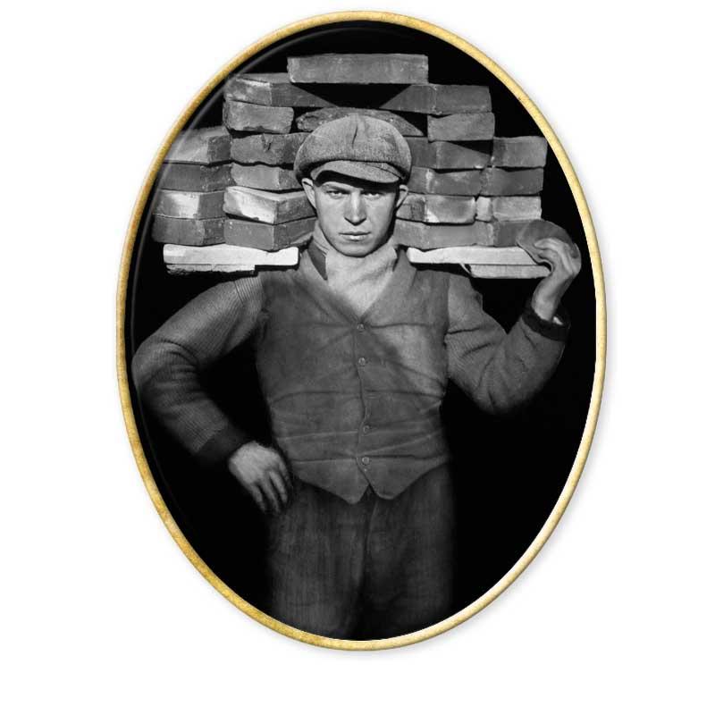 August Sander  August Sander fotografió a judíos, nazis, gitanos, obreros, escritores, políticos, mendigos, inválidos con la misma dignidad e importancia. La barbarie nazi se encargó de cortar las alas al monumental sueño del fotógrafo y prohibió su libro en 1934.