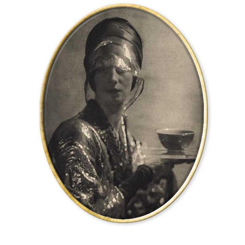 Un noble extravagante que de la mano de otro noble, el conde Nast, editor de Vogue se convirtió en la primer figura de la historia de la fotografía de moda.
