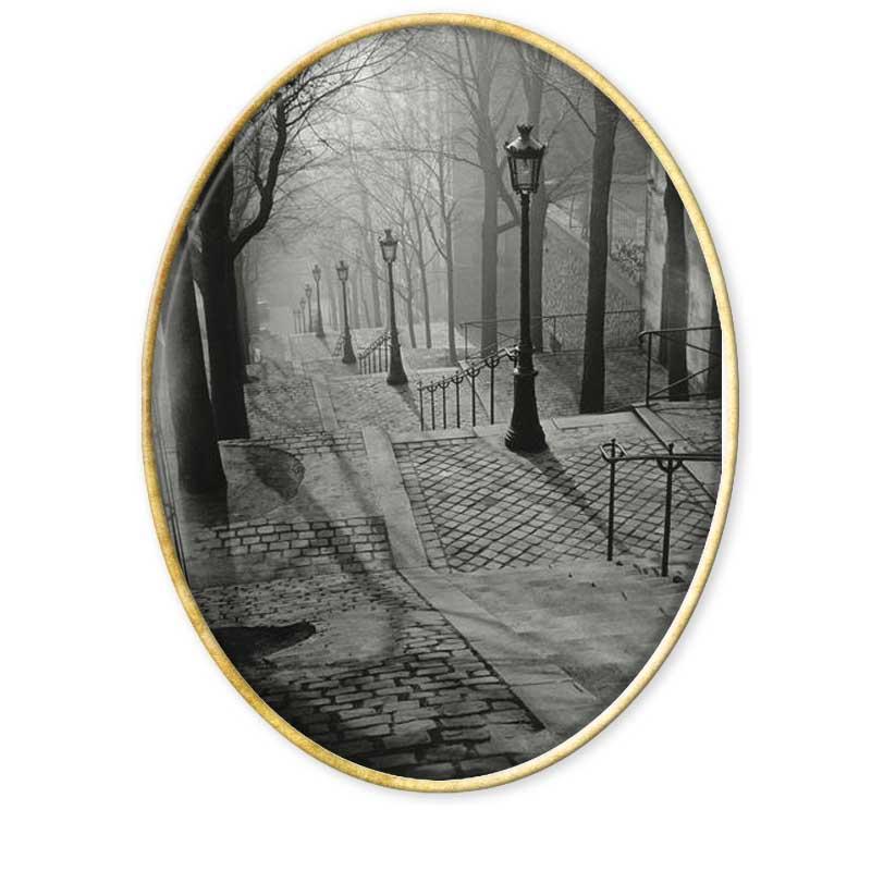 André Kertész, que como muchos otros fotógrafos de la primera mitad del Siglo XX aprovecharon la gran actividad fotográfica de París para mudarse y vivir durante un tiempo en la capital francesa.