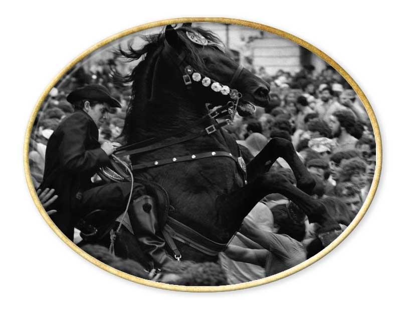Cristina García Rodero (1949 - Puertollano, provincia de Ciudad Real) Recopilación del Aula de Especialización Fotográfica. www.aulafoto.com