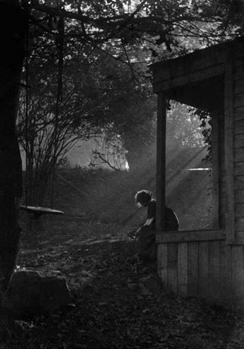 Imogen Cunningham-In moonlight, 1911