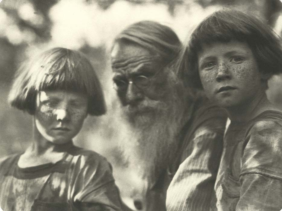 Imogen-Cunningham-My-father-and-my-two-sons-2-1923-courtesy-of-Imogen-Cunningham-Trust